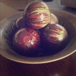 Ceramic Bowl with five ceramic balls
